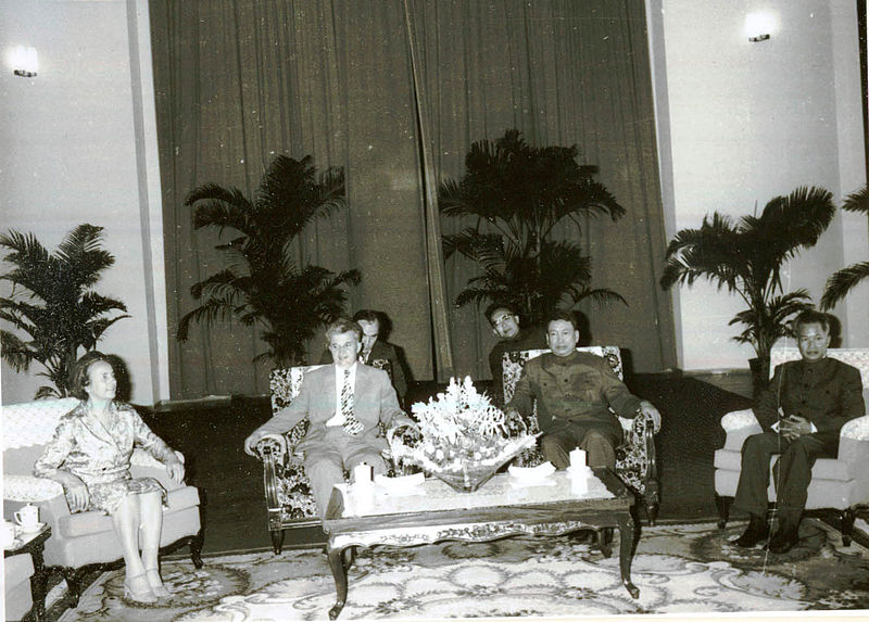 Nicolae Ceaucescu (zo'n wat kleinere massamoordenaar uit Roemenië) gezellig samen met Polletje Pot