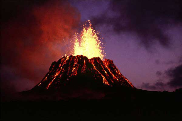 Beste beelden van de grootste vulkaanuitbarsting ooit