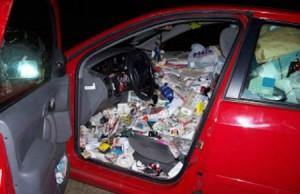 Bron: oddee.com, Top 10 bizarre auto-ongelukken