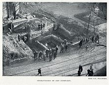 De archeologische opgraving van 1929. Het oostelijk deel van de Heilig Kruiskapel is zichtbaar welke was gelegen in het westelijk deel van het hoofdkwartier binnen het fort