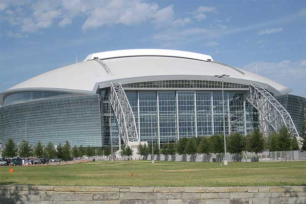 Grootste overdekte stadion is het AT&T Stadium in Arlington in de VS