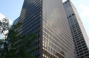 Het Seagram Building, een type-voorbeeld van de standaardwolkenkrabber in de Internationale Stijl