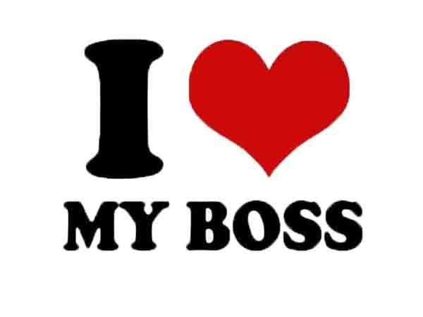 Slijmen bij baas goed voor carrière, gaat samen met irritant gedrag
