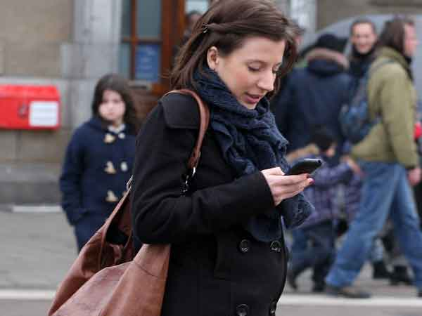 Texting tijdens wandelen is levensgevaarlijk