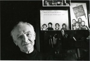 Robert Doisneau, door Bracha L. Ettinger gefotografeerd in zijn studio in Montrouge, 1992