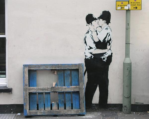 Banksy - Kissing Coppers - 2004