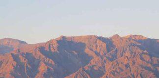 Furnace Creek oase en de Panamint Range in Death Valley