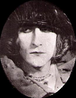 Duchamp als zijn vrouwelijke alter ego Rrose Sélavy, gefotografeerd door Man Ray in 1921