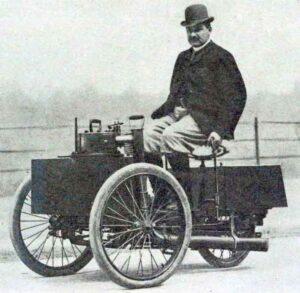 Graaf Albert de Dion op de stoomdriewieler (een tricar) (Puteaux, 1890)