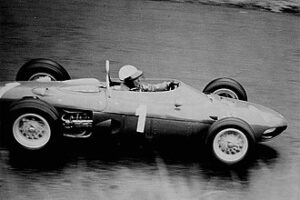 Hill in zijn Ferrari tijdens Grand Prix in 1962
