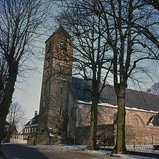 Toren en schip van de Engelmunduskerk