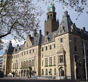 Het stadhuis van Rotterdam aan de Coolsingel