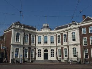 Voormalig stadspaleis Paleis Kneuterdijk in Den Haag uit 1717