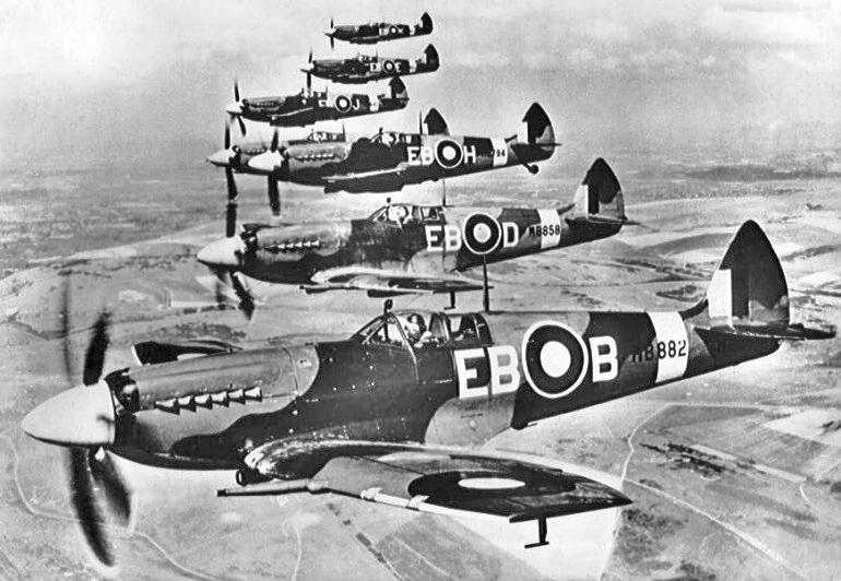 Spitfires Mk XII van het 41e squadron.