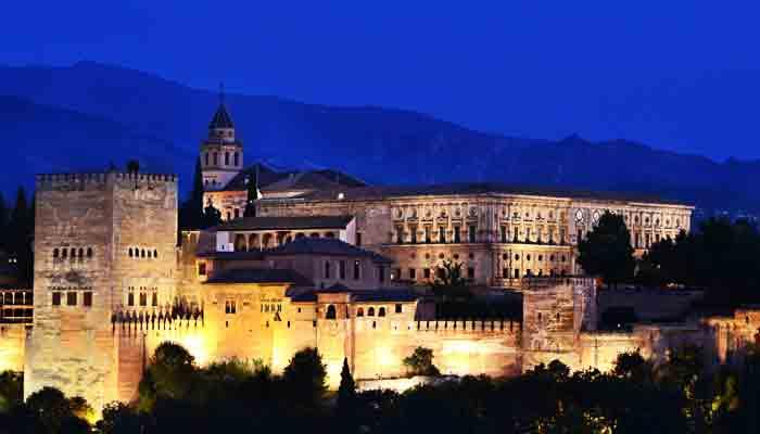 Top 10 best beoordeelde toeristische attracties in Spanje